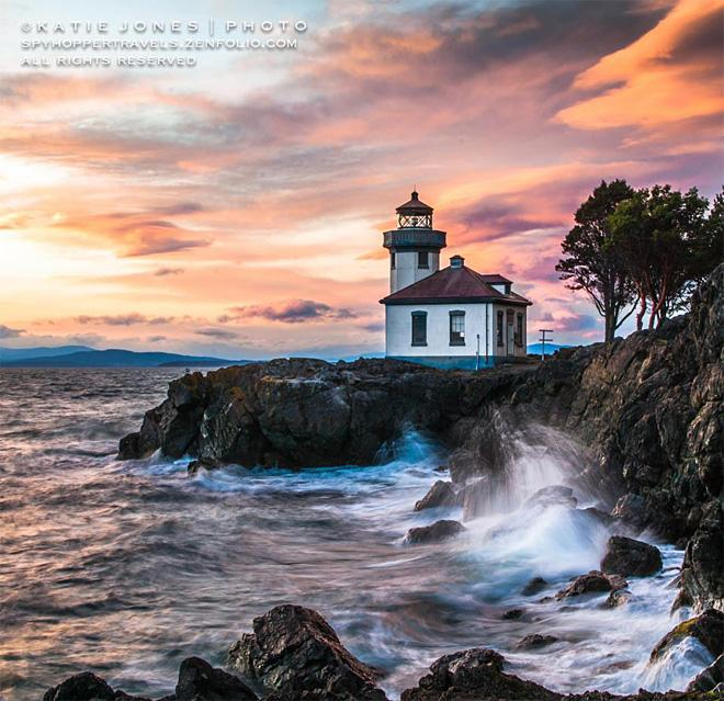 Beautiful sunset on San Juan Island's Lime Kiln Lighthouse. (Photo Courtesy: Katie Jones)