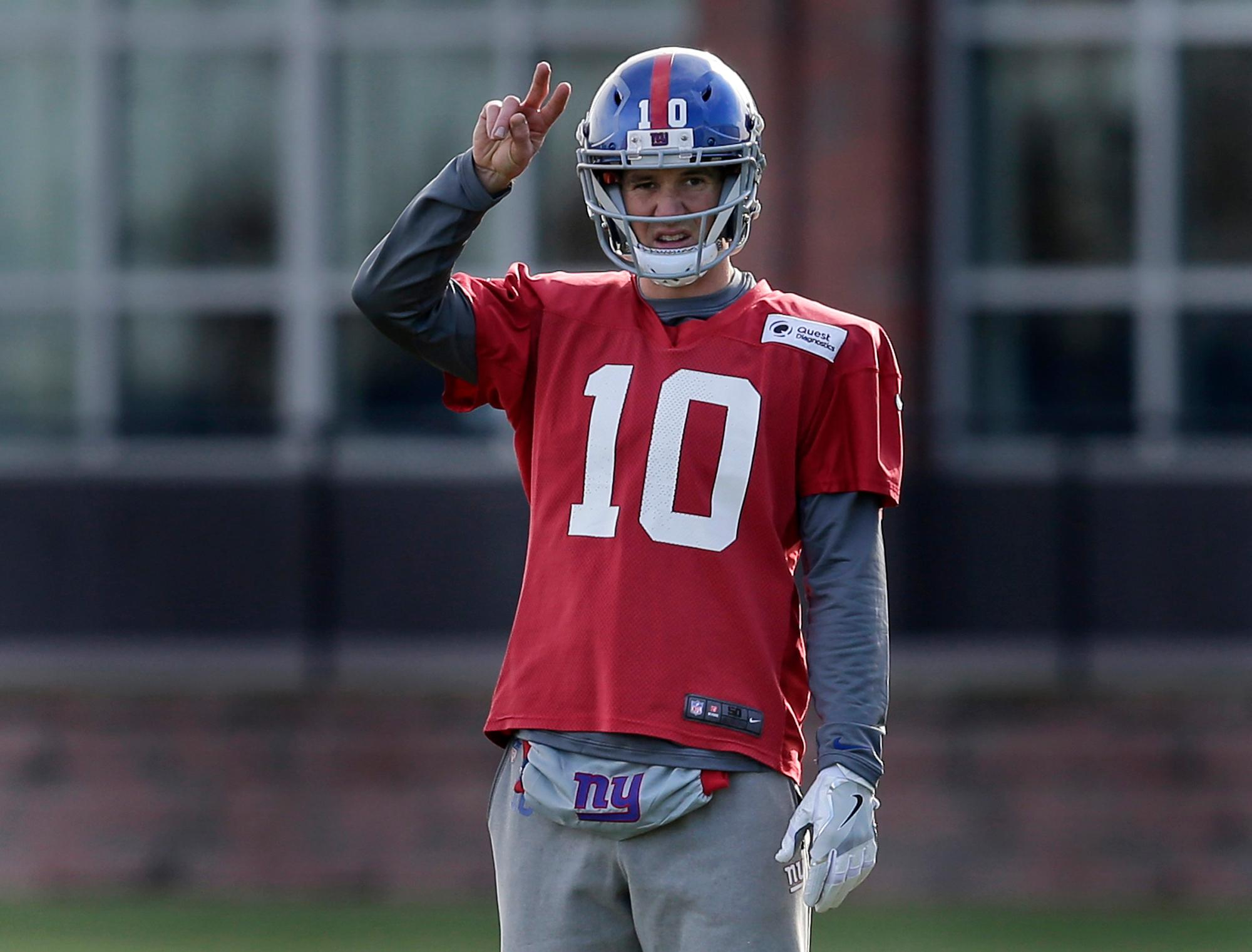 New York Giants quarterback Eli Manning participates in an NFL football practice in East Rutherford, N.J., Wednesday, Dec. 6, 2017. (AP Photo/Seth Wenig)