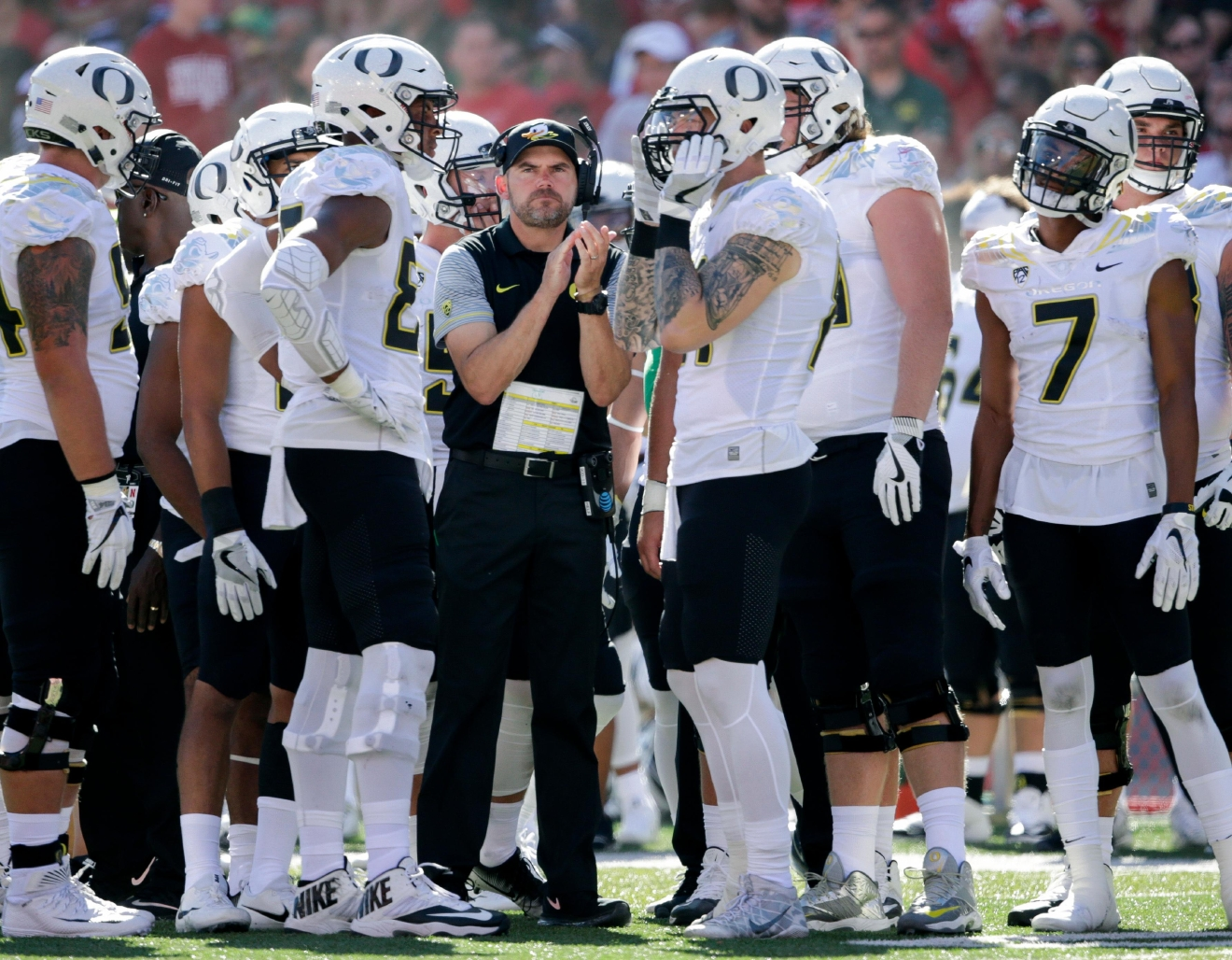 Oregon head coach Mark Helfrich stands amongst his players during a time out during the first half of an NCAA college football game against Nebraska in Lincoln, Neb., Saturday, Sept. 17, 2016. (AP Photo/Nati Harnik)