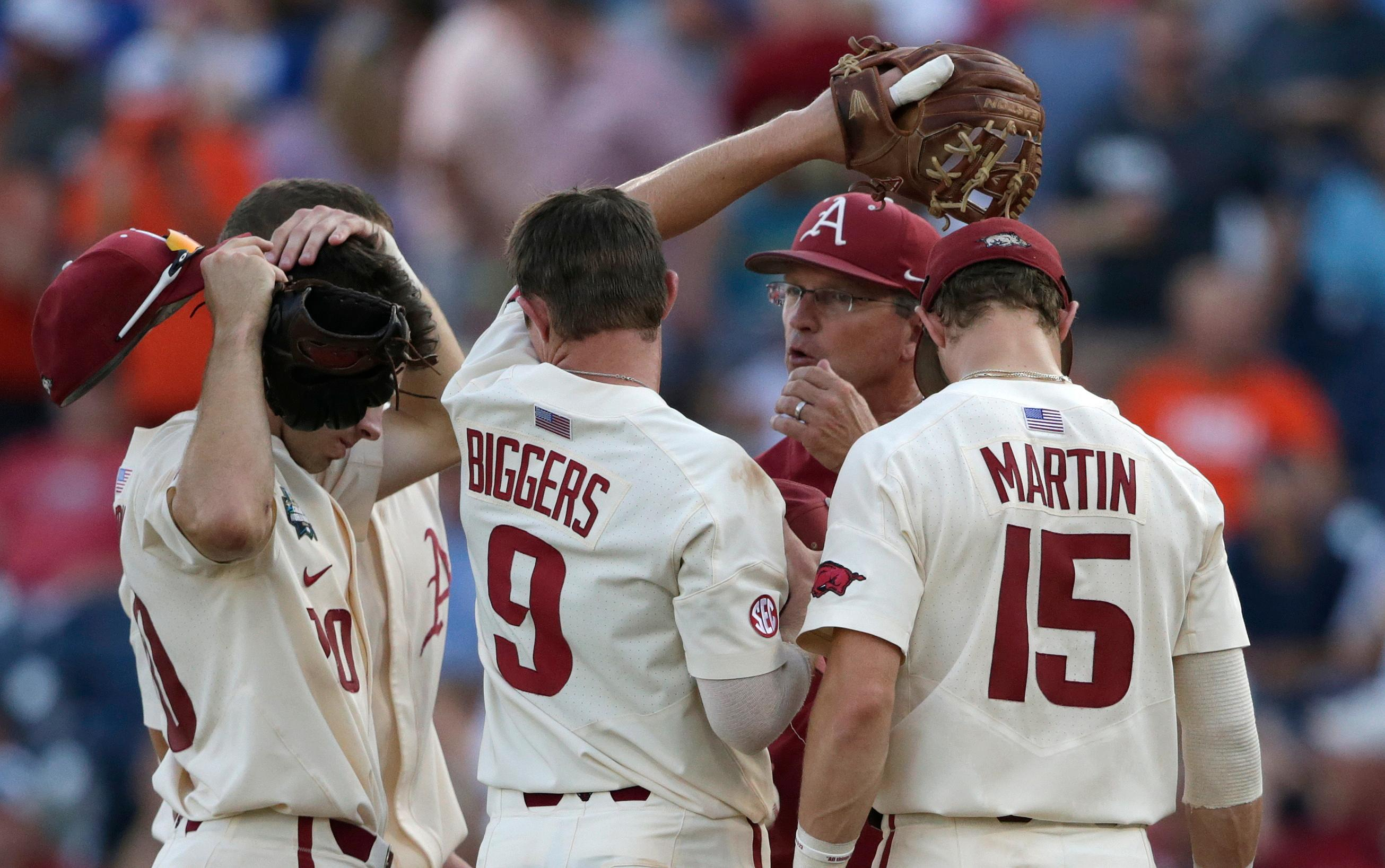 Arkansas coach Dave Van Horn, center, talks to players on the mount as he changes pitchers during the fifth inning against Oregon State in Game 3 of the NCAA College World Series baseball finals in Omaha, Neb., Thursday, June 28, 2018. (AP Photo/Nati Harnik)