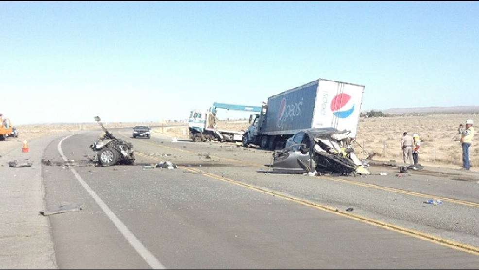 1 killed in crash that shuts down Hwy  58 through Boron | KBAK