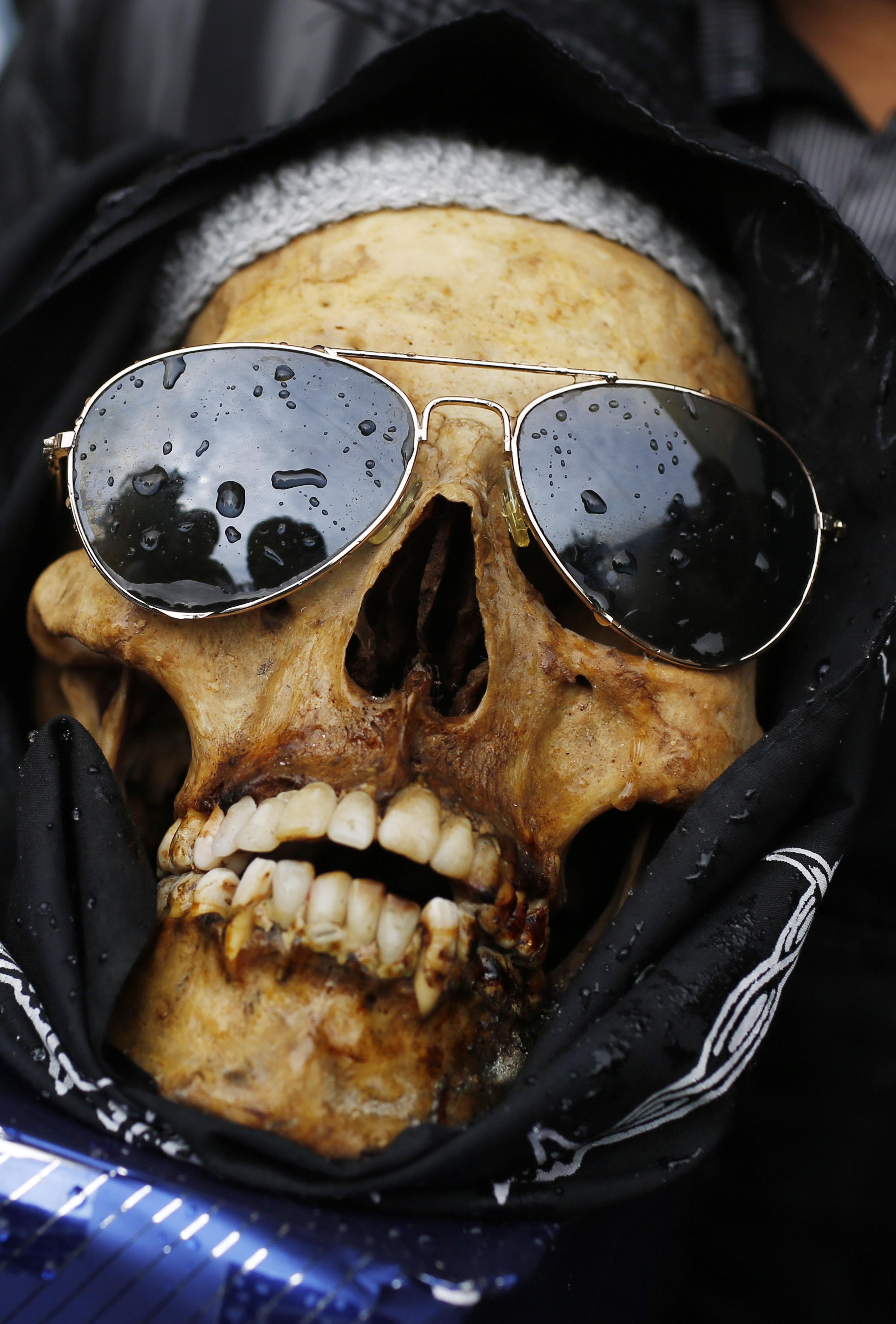 photos human skulls decorated celebrated in bolivia kval