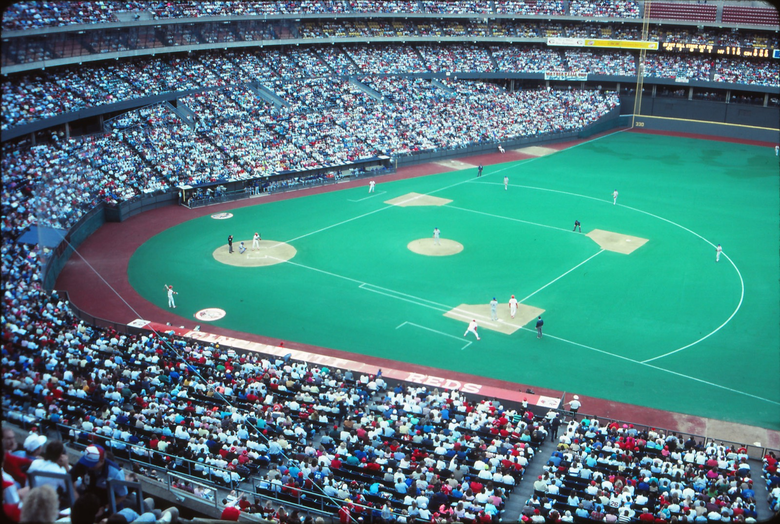 Riverfront Stadium, Downtown Cincinnati / Image courtesy of Flickr user mplstodd // Published: 3.12.18