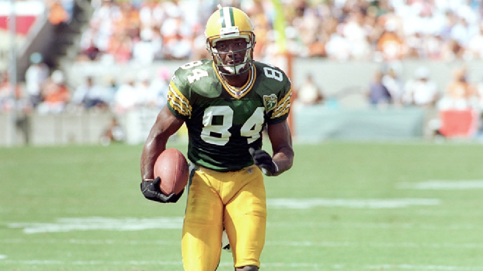 Green Bay Packers wide receiver Sterling Sharpe heads for the end zone after pulling in a 30-yard Brett Favre touchdown during the Packers' game with the Tampa Bay Buccaneers at Tampa Stadium, Fla., Sunday, Oct. 24, 1993. (AP Photo/Chris O'Meara)