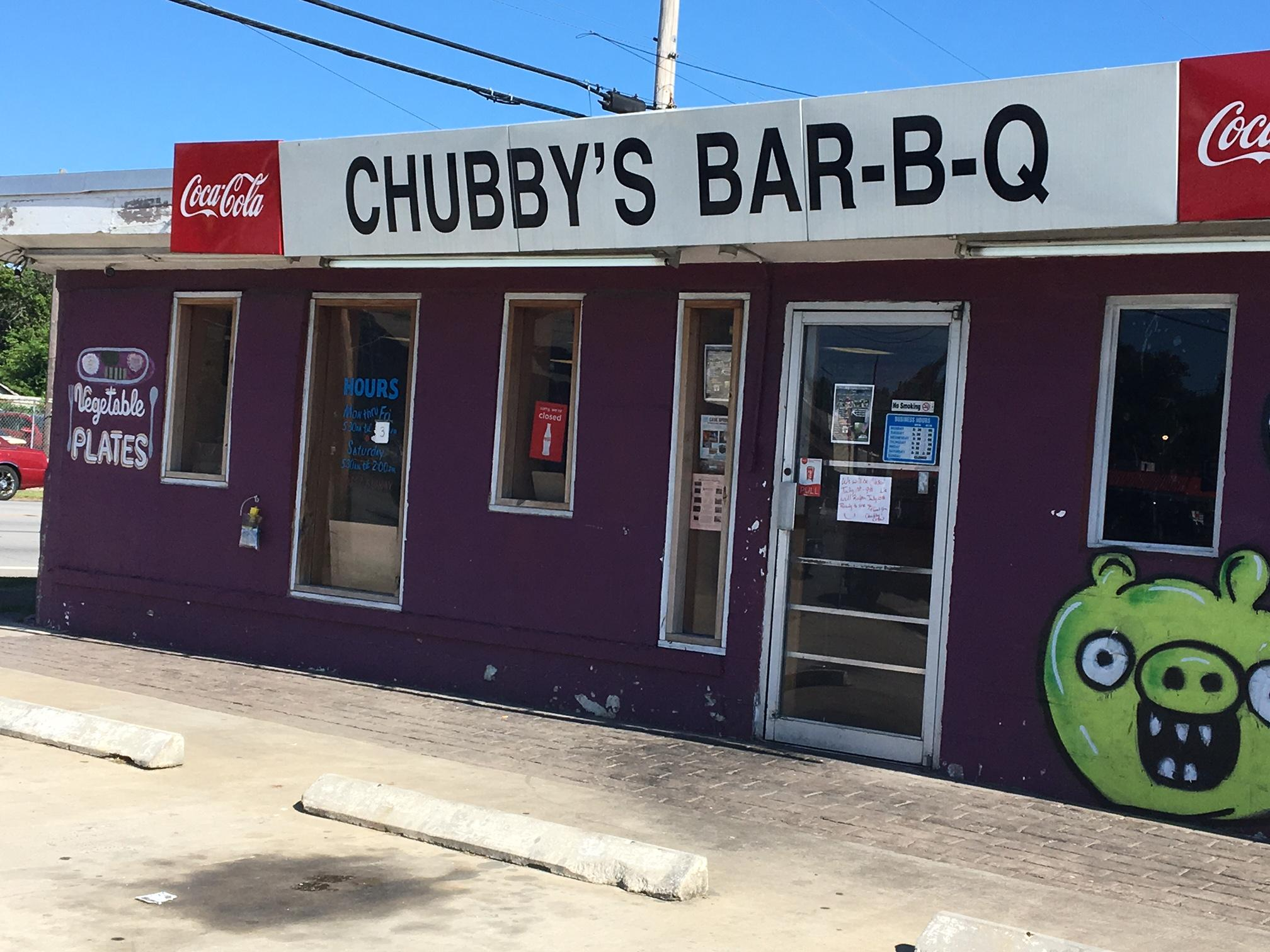 On Tuesdays, the owner of Chubby's Bar-B-Q cooks up more than 100 meals for the homeless in Chattanooga. (Image: WTVC)