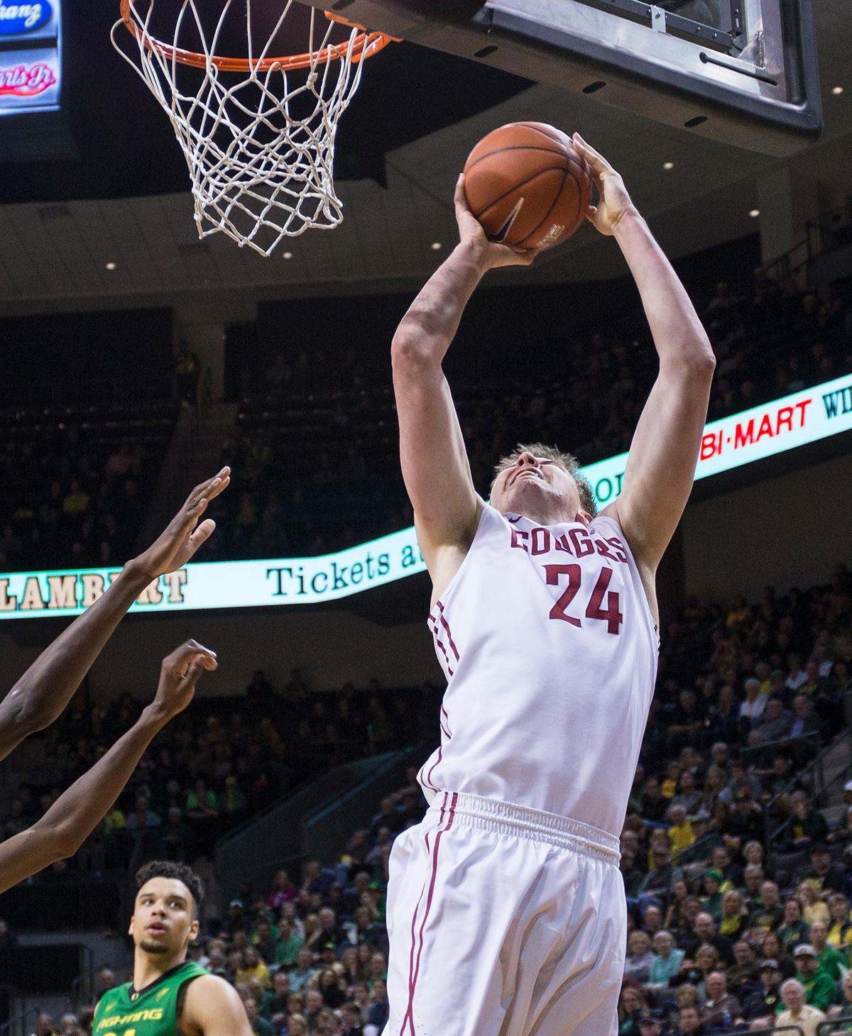 Washington State Cougars' Josh Hawkinson (#24) attempts a basket during the game against the Oregon Ducks. The Ducks beat the Cougars 76-62. Kianna Cabuco, Oregon News Lab