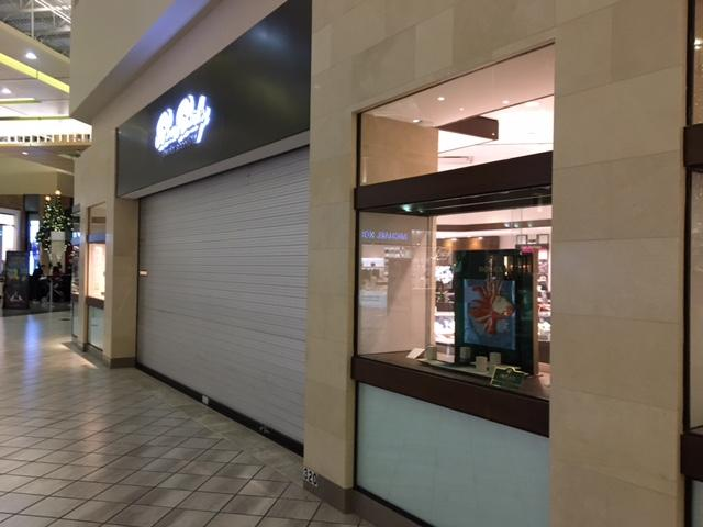 Police are searching for the suspects accused of a smash and grab at the Ben Bridge Jewelry Store at Alderwood Mall in Lynnwood Tuesday night. (Photo: KOMO News)