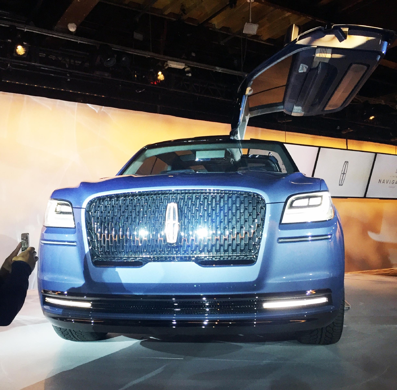 lincoln navigator the anatomy of a concept car wach. Black Bedroom Furniture Sets. Home Design Ideas