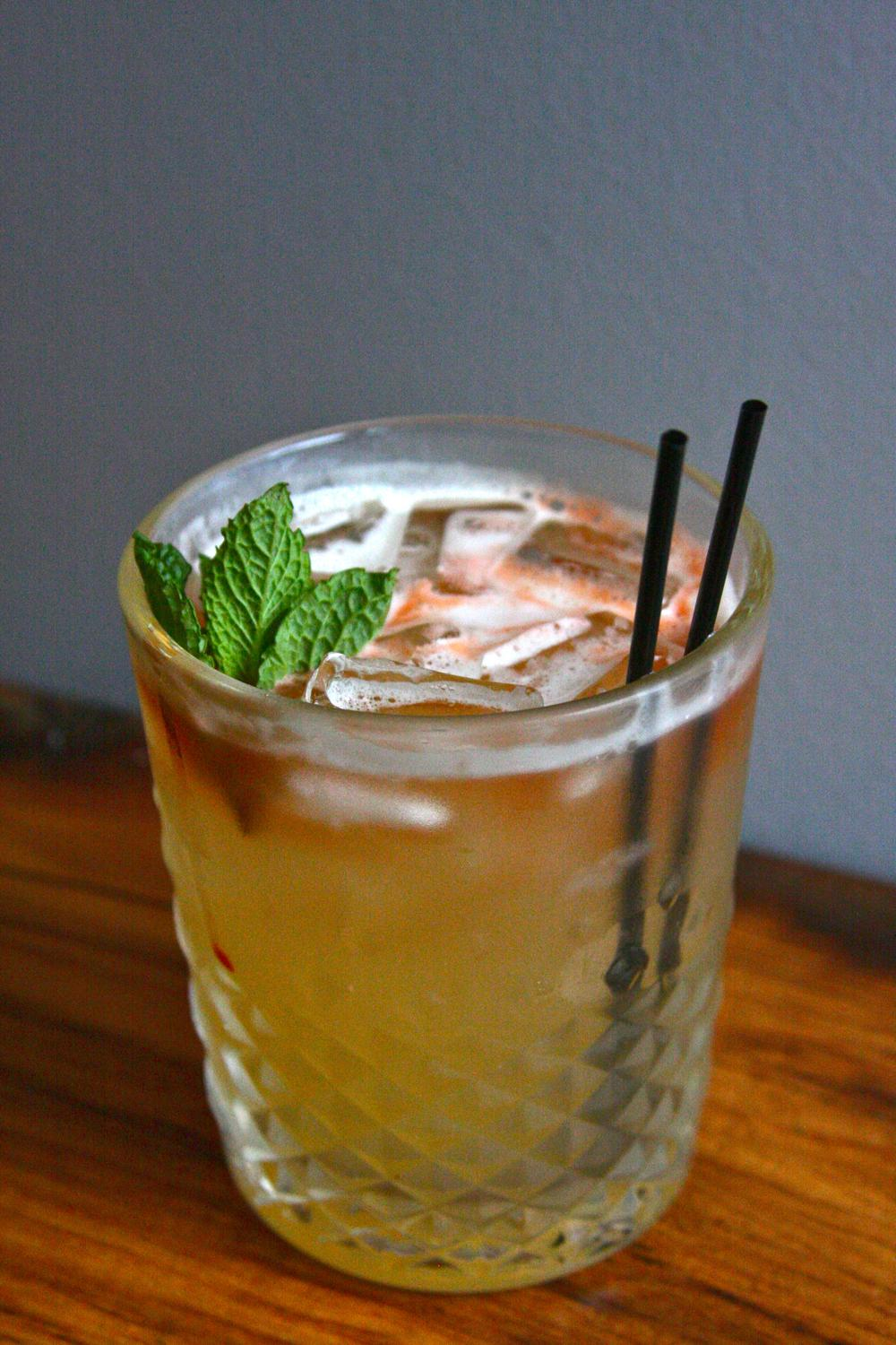 Montgomery: Bulleit Rye whiskey, peach simple syrup, and lemon soda / Image: Molly Paz