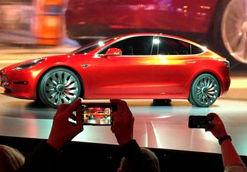 Tesla raises production, still short of Model 3 goals