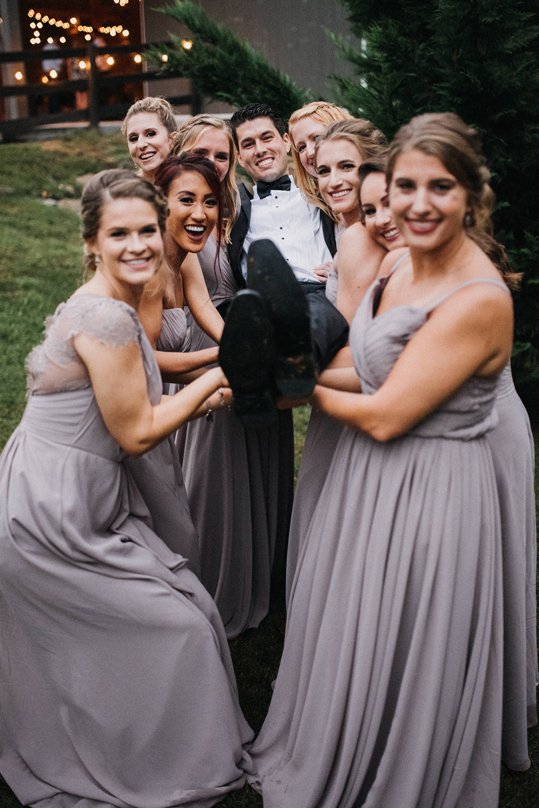While the couple was budget conscious with each vendor they worked with, Kirsten doesn't feel like she had to make any compromises in order to stay within her budget. (Image:{ }Jeff ThatcherPhotography)