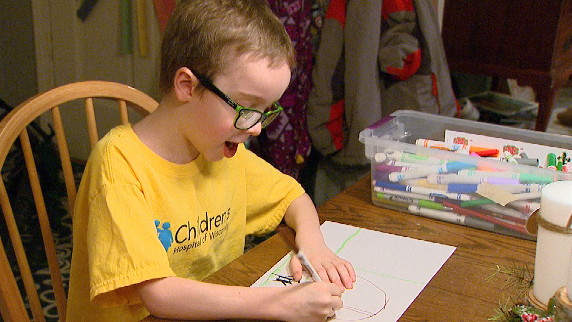 David Gelb drawing a picture. The 7-year-old Allouez boy is raising donations through his artwork for Children's Hospital of Wisconsin. (WLUK/Jesse Basinski)<p></p>