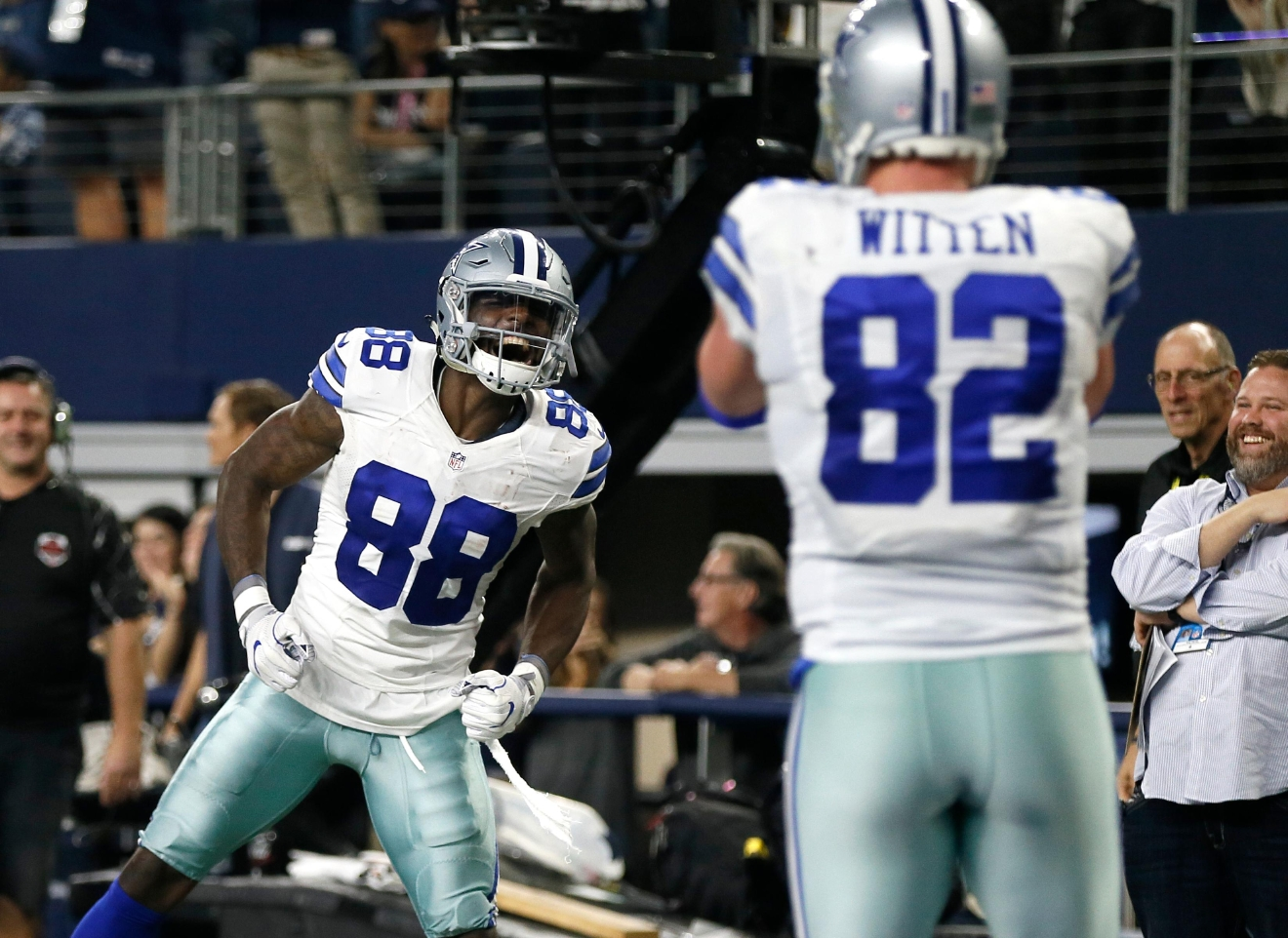 Cowboys offense finds its groove in beatdown of Lions