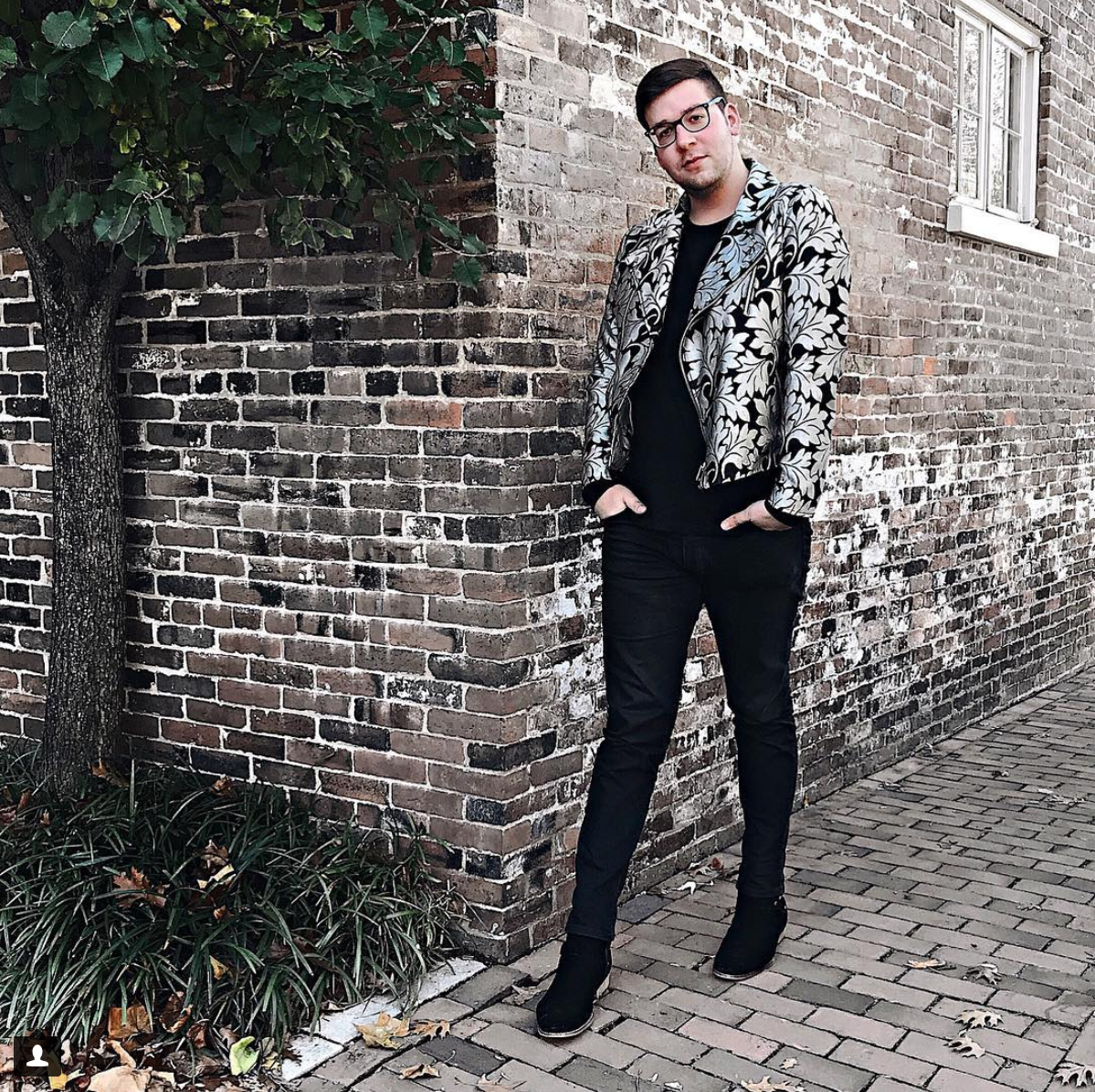 See what we mean? The brocade jacket is positively dreamy. (Image via @austinrutland)<p></p>