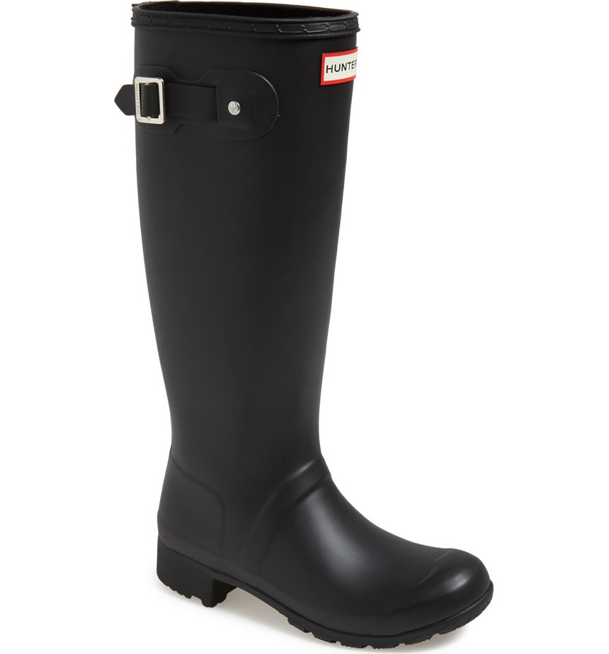 Hunter Boots are a classic go to on a rainy day.  There are lots of color options.  I have both red and black - and there are tons of different boot socks to choose from to change up your look.  This is a must have in the PNW!   When temperatures drop, it doesn't mean your outfit has  to be all doom and gloom like the weather.  You can still look effortless in the rain! From high-fashion puffers to cozy parkas and knee high (high fashion) waterproof boots, these are the styles to invest in NOW.  (Image: Nordstrom)