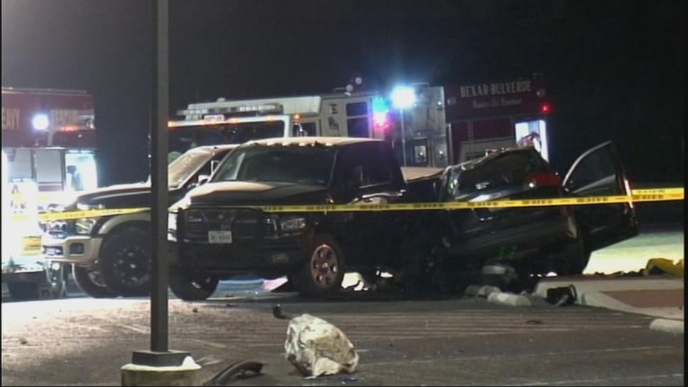 Bexar Co  Sheriff's Deputies seek cause of deadly crash near