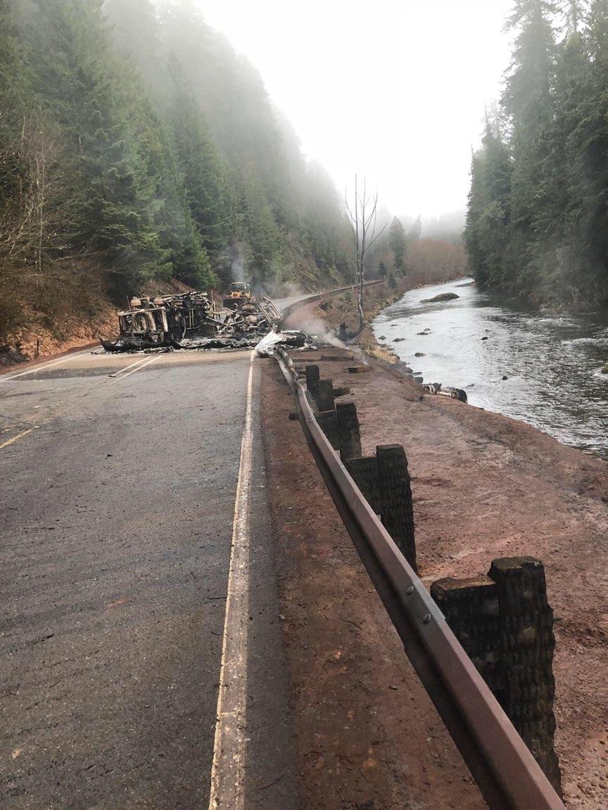 Fuel Truck Crash Keeps Or 22 Closed Indefinitely Kval