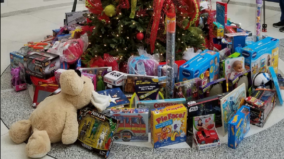 Christmas Toys For The Needy : Titans donate to metro pd s annual christmas toy program