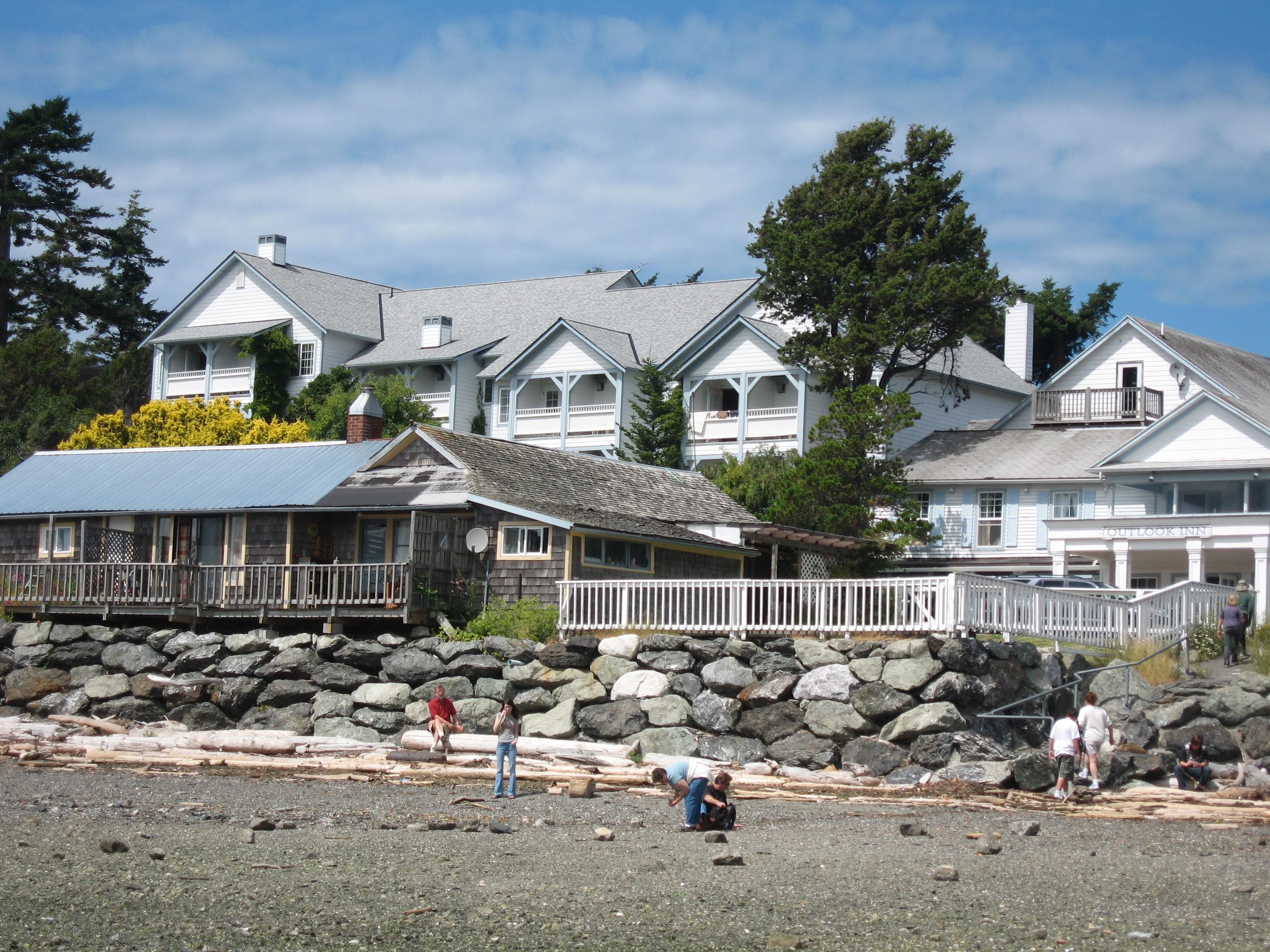 New Leaf Café, located in the historic Outlook Inn in Eastsound. Photo courtesy of San Juan Islands Visitors Bureau.