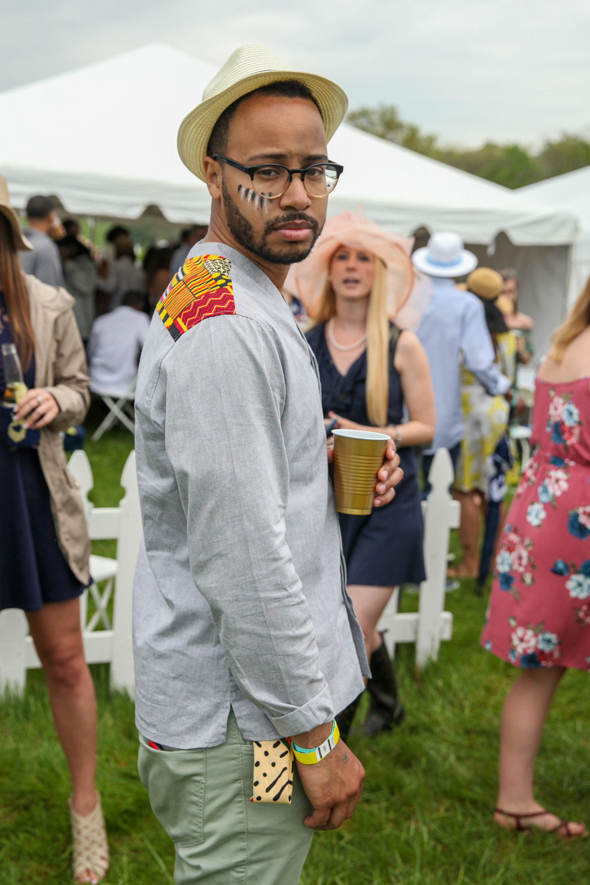 We're totally here for this unconventional men's look! (Image: Amanda Andrade-Rhoades/DC Refined)