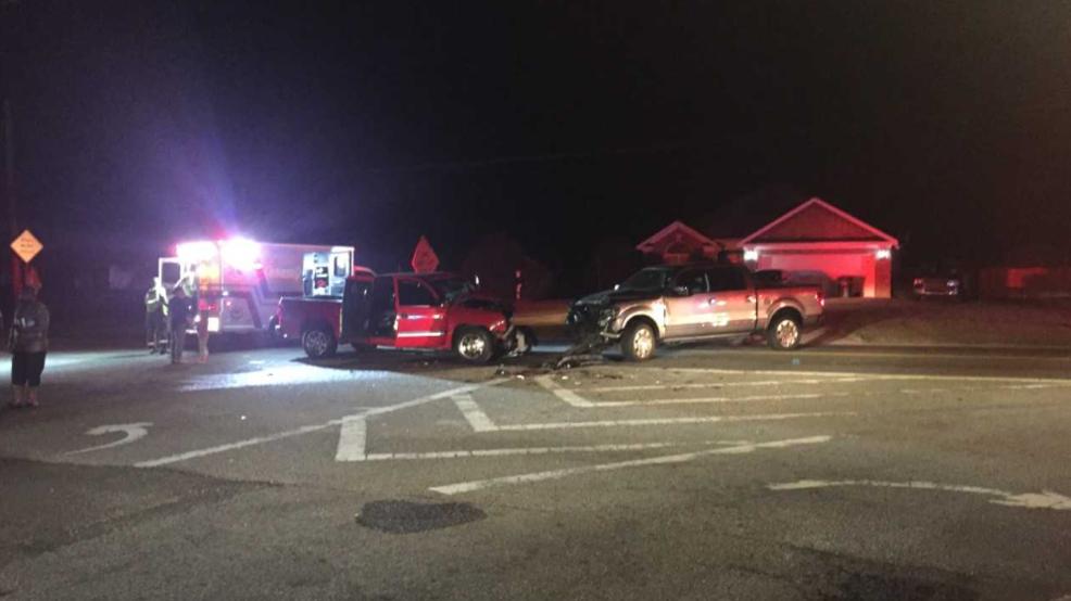 TRAFFIC ALERT: 2 vehicle wreck in south Bibb Co  blocks