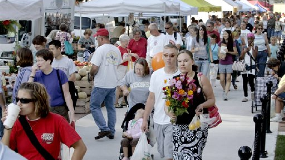 This Saturday, Sept. 1, 2007 file photo shows crowds at the Dane County Farmers Market in Madison, Wis. The U.S. Department of Agriculture is showcasing the Dane County Farmers Marke during National Farmers Market Week, which begins Sunday, Aug. 3, 2014. The market held on the square surrounding the state Capitol is the largest producer-only farmers market in the country, meaning all of the roughly 160 vendors must grow or make their own products. They can't sell items purchased from others. (AP Photo/Andy Manis, File)