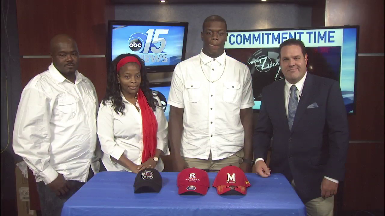 Conway lineman Raiqwon O'Neal, flanked by his parents, announced live on ABC15 Sports that he is committing to Rutgers University.