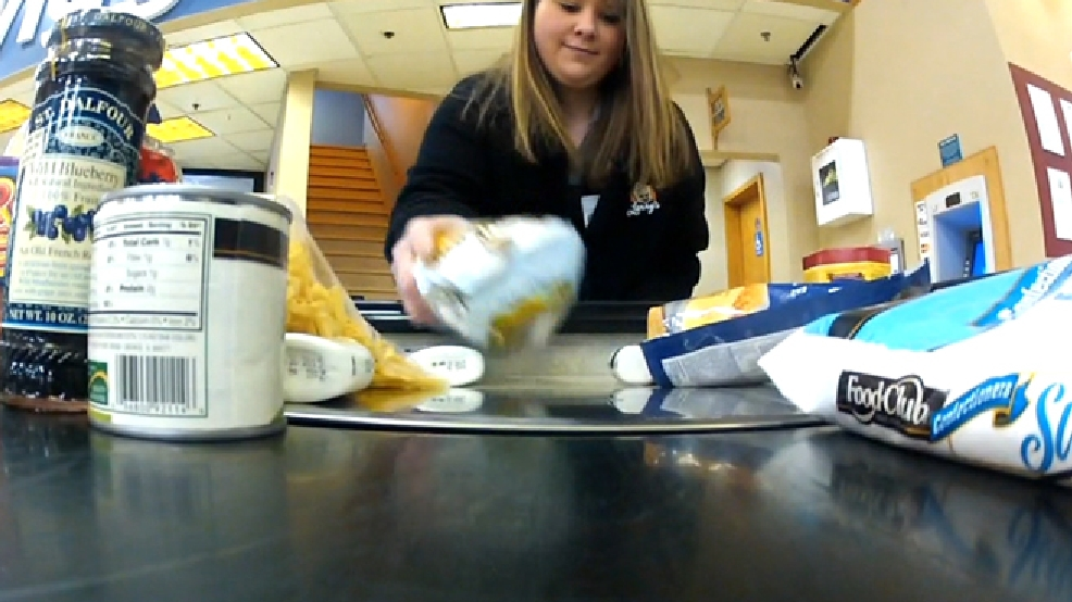 Rachel Martin bags groceries at Larry's Piggly Wiggly in Little Chute. (WITI/FOX 6)