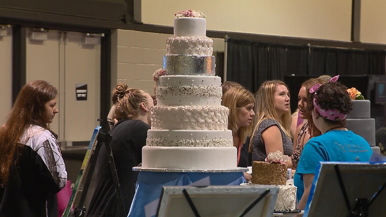 People at the Wedding Show Summer Edition are looking at potential wedding cakes. (WLUK/ Tim Flanigan)