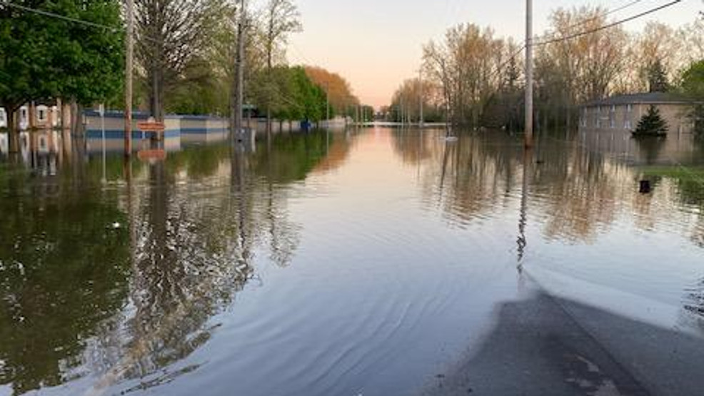 Saginaw Twp. Fire and Police rescue motorist in flood waters - nbc25news.com