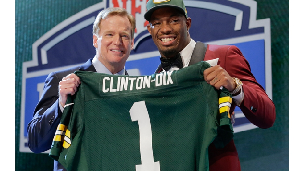 Alabama free safety Ha Ha Clinton-Dix poses with NFL commissioner Roger Goodell after being selected by the Green Bay Packers as the 21st pick in the first round of the 2014 NFL Draft, Thursday, May 8, 2014, in New York. (AP Photo/Craig Ruttle)