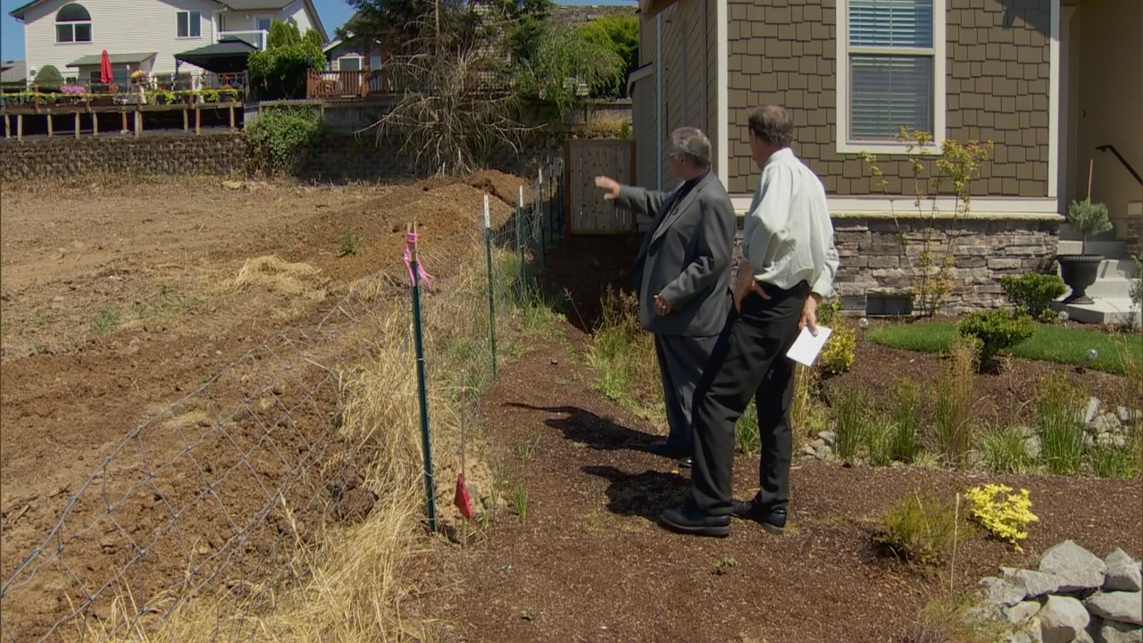 Neighbor Ernie Loy and the pile of manure (KATU News photo)
