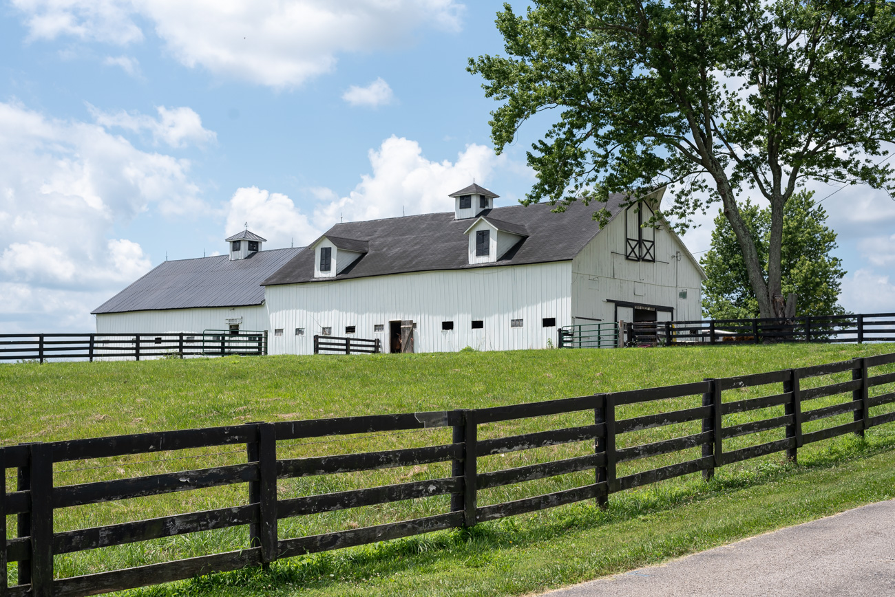 A horse barn located in Dry Ridge, KY, off of US 25 / Image: Mike Menke // Published: 8.25.20