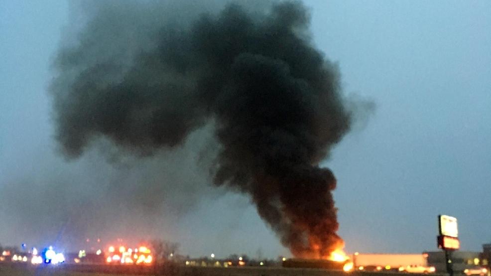 crash fire backs up traffic on us 131 wwmt. Black Bedroom Furniture Sets. Home Design Ideas