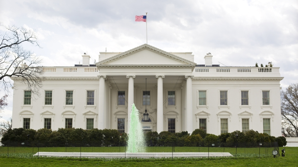 White House lockdown lifted after man throws 'personal belongings' over fence   KRNV