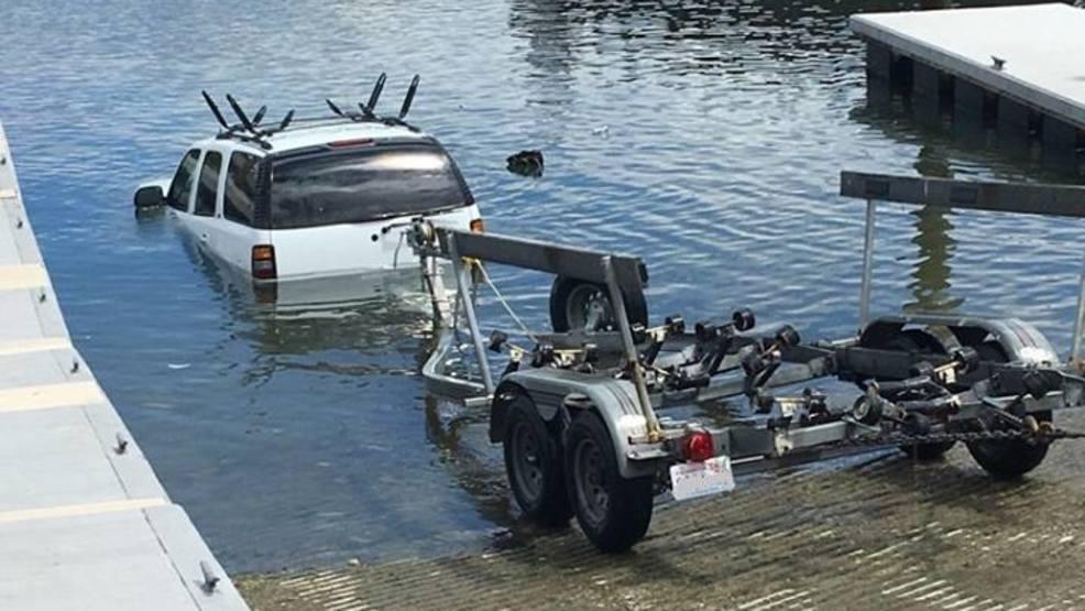 Photos Suv Boat Trailer Submerge At Pierce Boat Ramp Komo