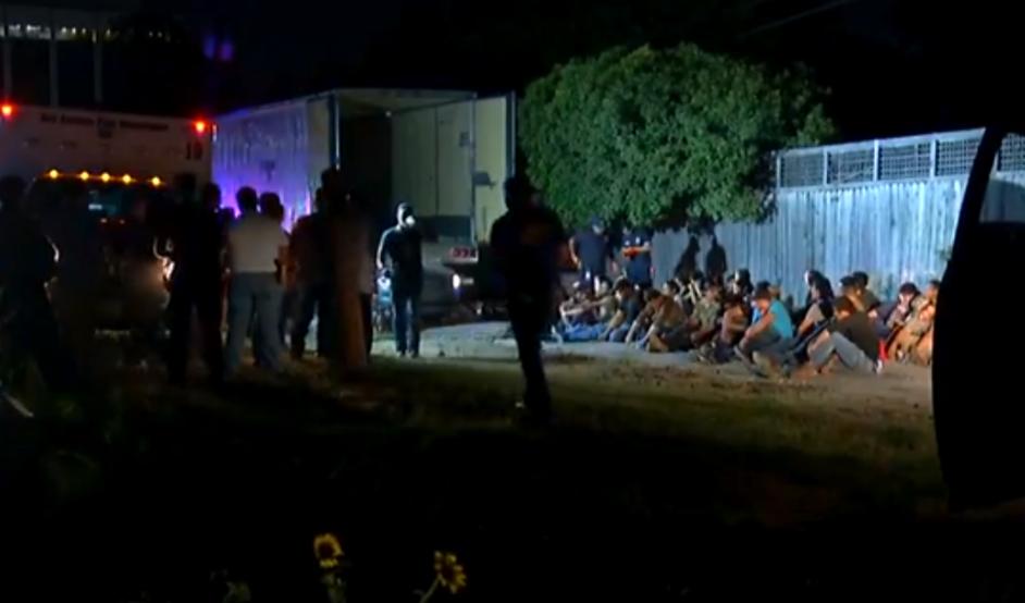 Encuentran a 55 personas en un remolque en Texas | KEYETelemundo