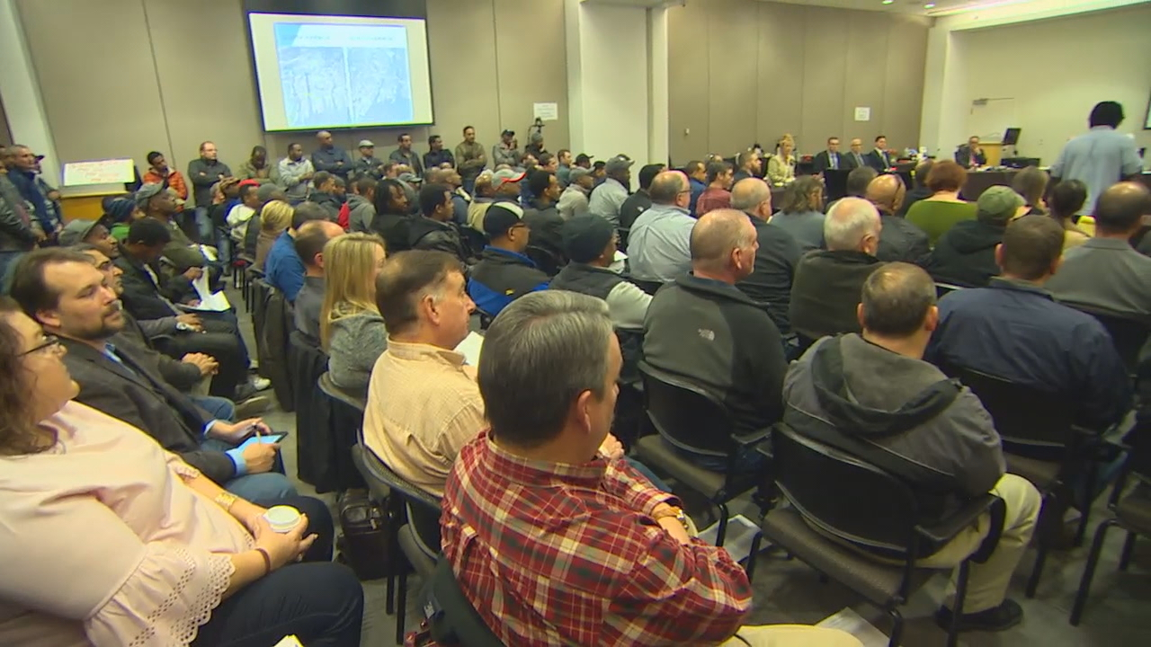 Hundreds of independent drivers crowded into the second floor conference room at Sea-Tac Airport on Tuesday, Feb. 6, 2018, to voice their concern over the mandate to the Port of Seattle Commissioners. (Photo: KOMO News)<p></p>