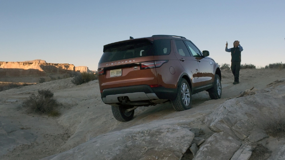 2017 Land Rover Discovery 37.jpg
