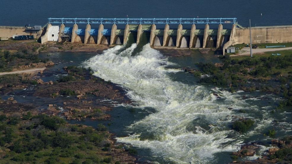 Buchanan Dam Main Spillway.jpg