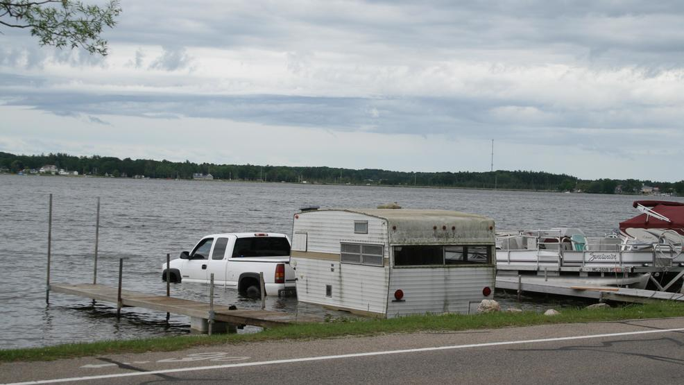 Crews remove pickup truck, camper from Lake Cadillac | WPBN