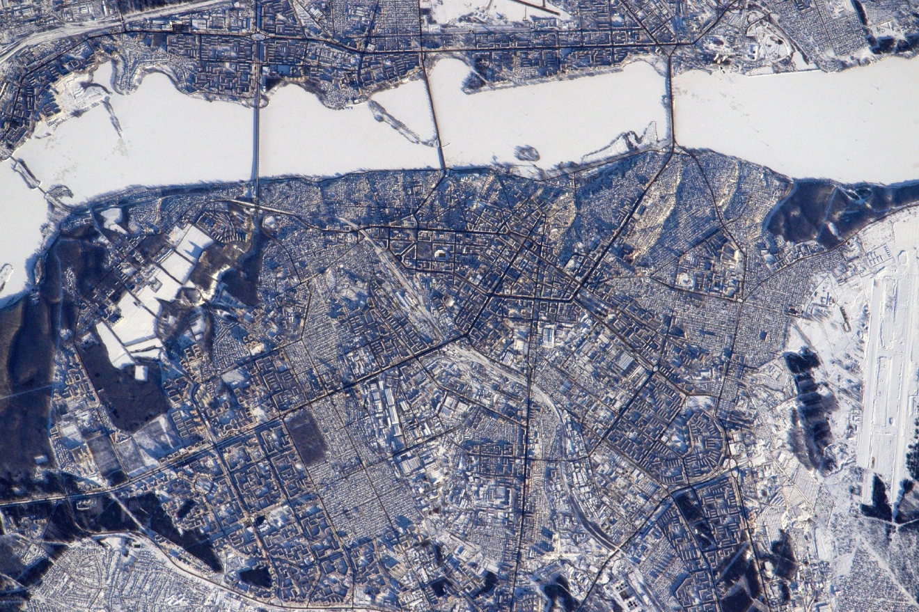 Everybody has an urge to cross frozen rivers on foot don't they? Voronezh #Russia  (Photo & Caption: Thomas Pesquet // NASA)