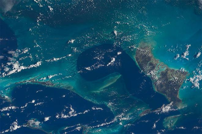 The Karen-Eye view of the Bahamas from the International Space Station over the course of 3 minutes on 13 August 2013, while clipping along at 17.500 mph (27,724 (km/h).  (Photo & Caption: Karen Nyberg, NASA)