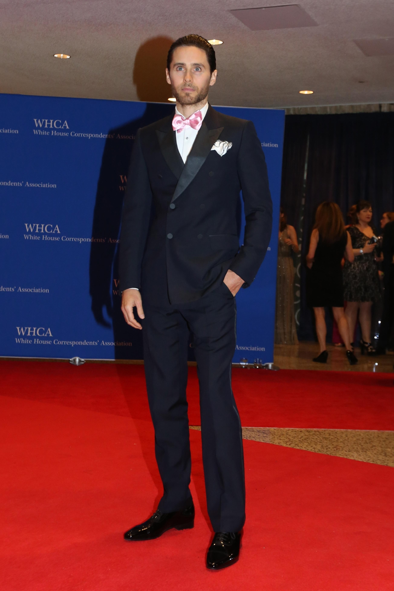 The satin lapels and pink bow tie give Jared Leto a leg up on his peers for best dressed red carpet man. (Image: Amanda Andrade-Rhoades/ DC Refined)