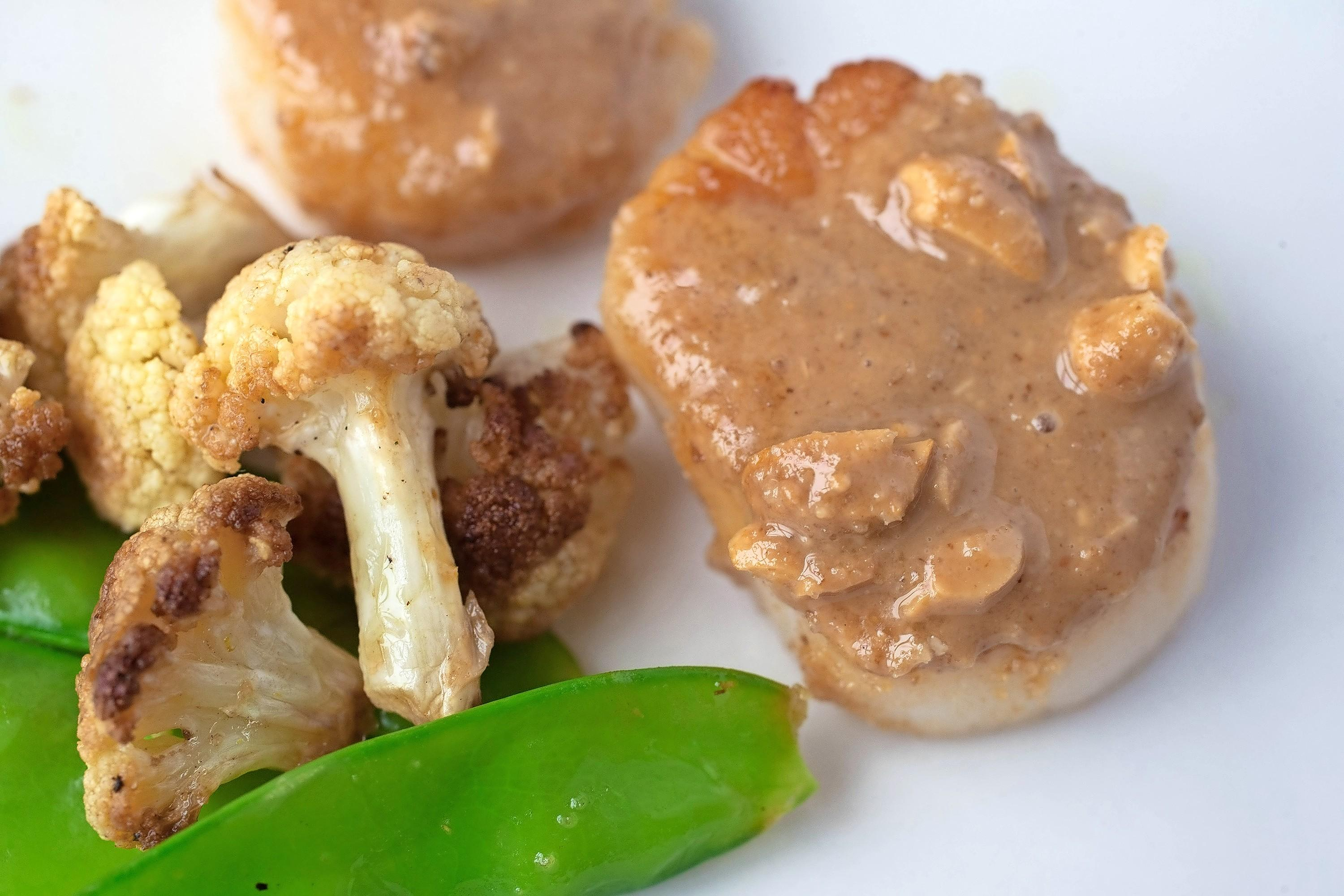 Austin Steele/St. Louis Post-Dispatch/TNS Scallops with snow peas, cauliflower and peanut panade