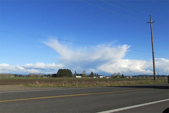 Exploding cloud over Willamette Valley (Photo Courtesy YouNews contributor: SusannaB)